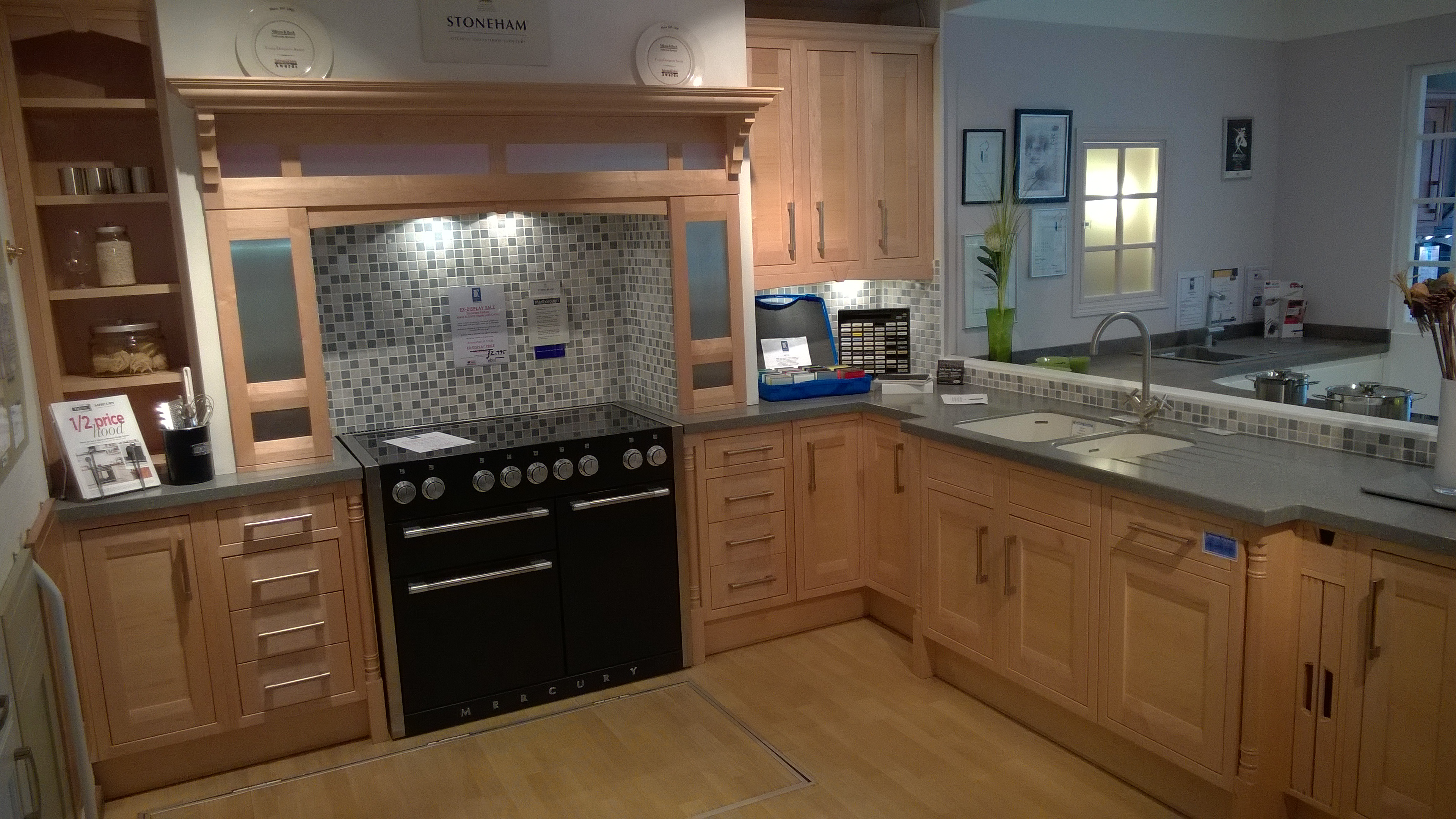 Ex display kitchens leicester dewhirst kitchens for Kitchen display