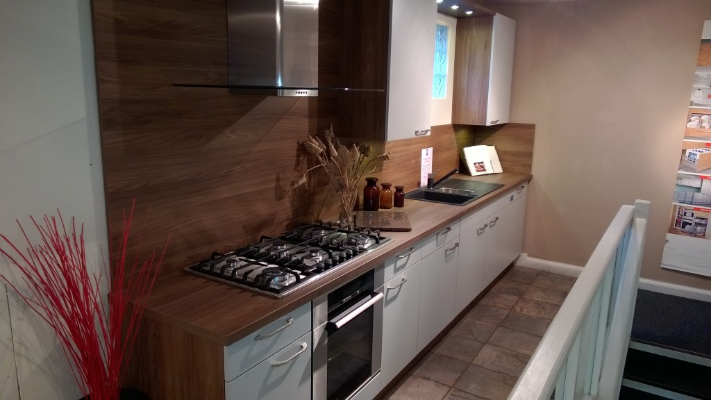 Classic kitchen - Uno-grey and Walnut