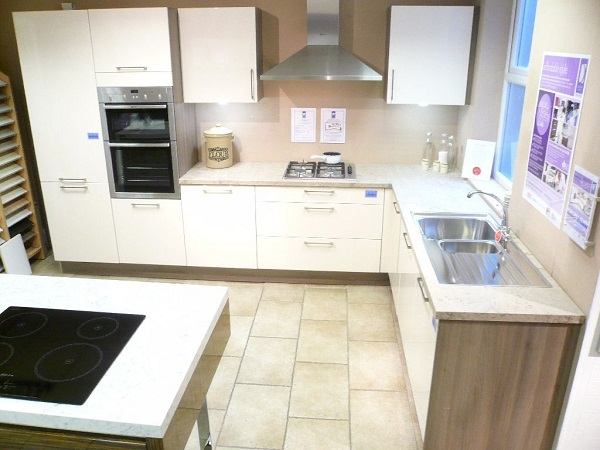 ex display designer kitchens for sale ex display kitchen and appliances for dewhirst kitchens 9656