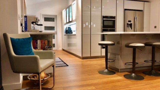 Knighton kitchen - High Gloss Lacquer Handleless Light & Pearl Grey