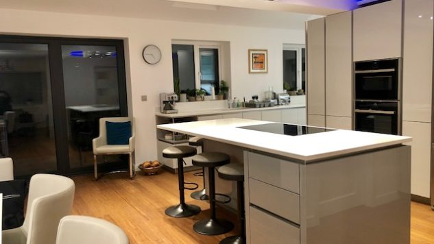 Knighton kitchen install - High Gloss Lacquer Handleless Light & Pearl Grey