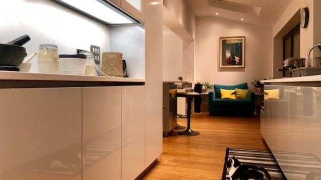 Knighton project - High Gloss Lacquer Handleless Light & Pearl Grey
